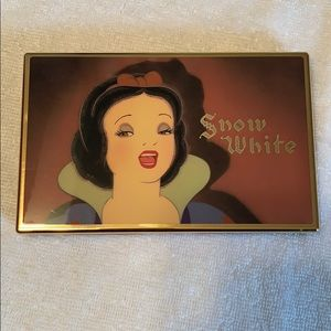 Besame Snow White Keep Singing shadow palette